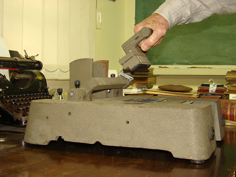 A máquina mede 35 x 45 cm e pesa 27 kg