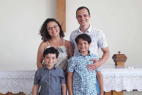 Miguel, Luise, Vagner (12 anos) e Israel (6 anos) Dolny - Florianópolis, SC